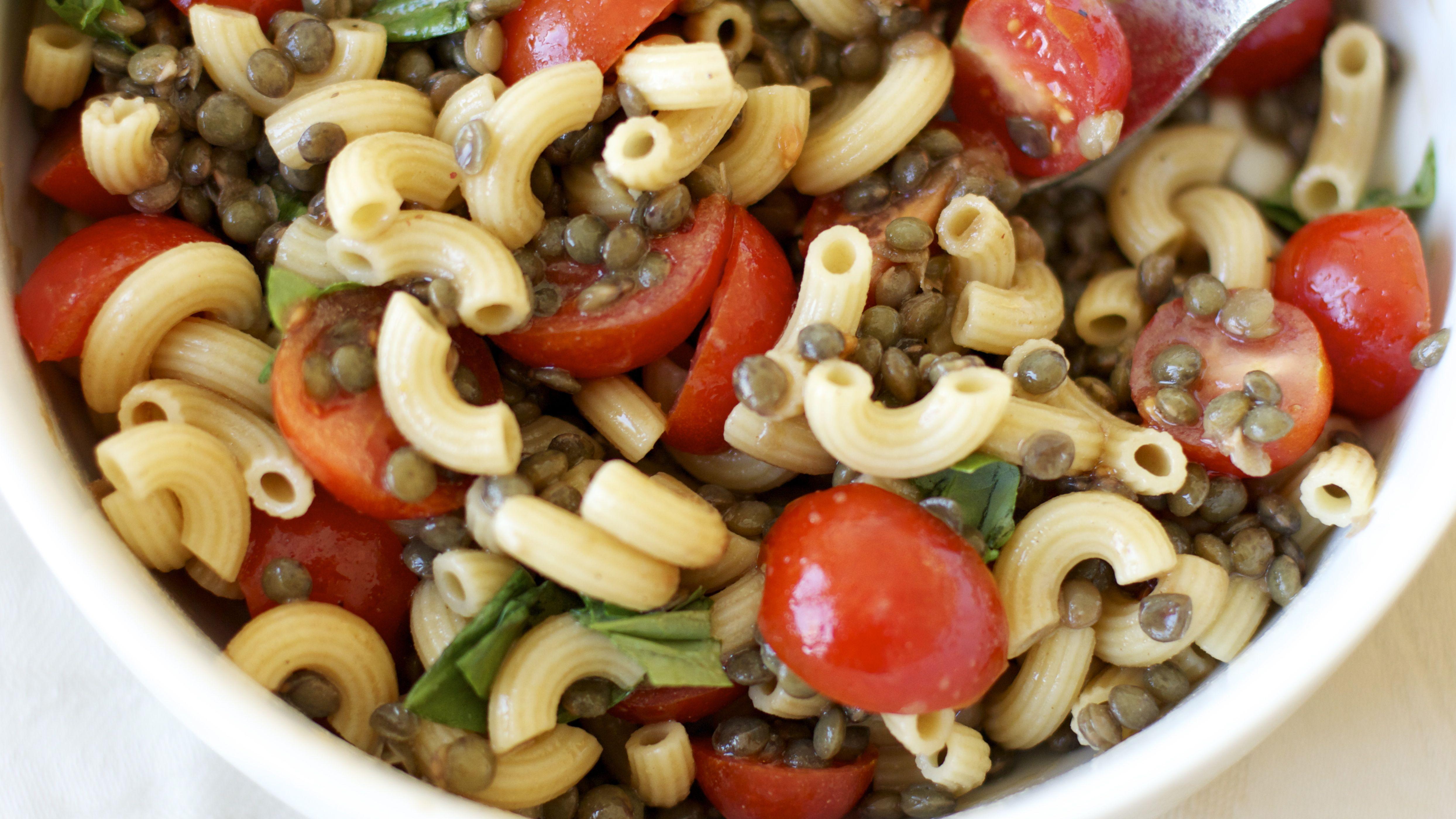 Salade toute simple de p tes aux lentilles et tomates an utterly simple pasta salad with - Salade de tomates simple ...